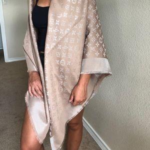 Louis Vuitton so shine scarf